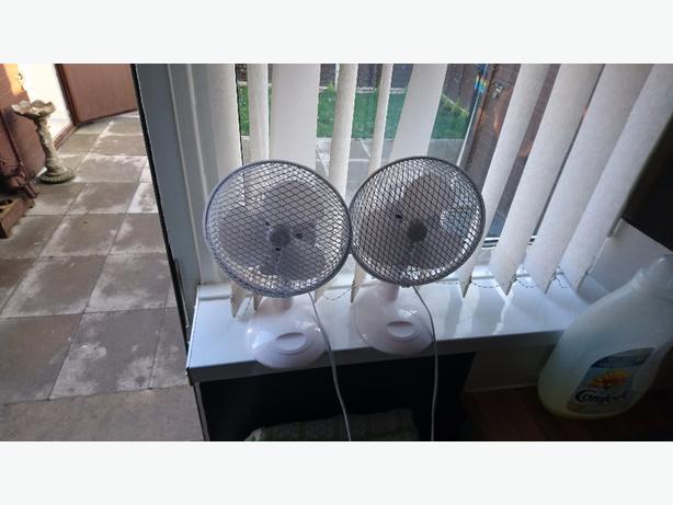 2 desk fans