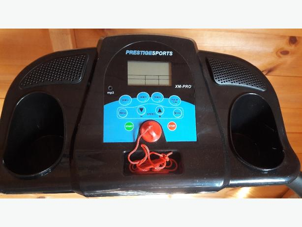 treadmill excellent condition plus free twist disc