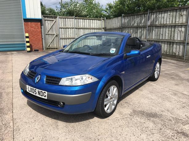 Automatic Megane 1.6 convertable, full glass roof, long mot