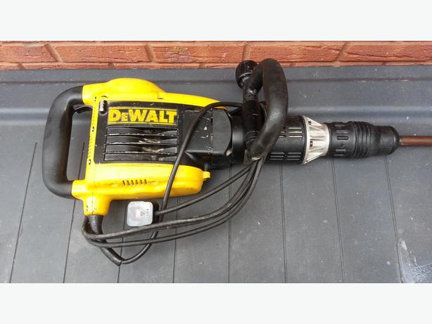 DEWALT D25899SDS Max Demolition Hammer 10kg 1500 Watt 240Volt RRP £599