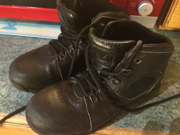 timberland black boys boots size 4