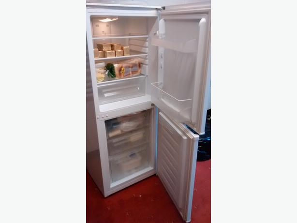 Fridge freezer frost free.