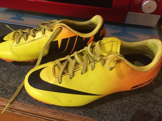 boys nike studded (mercurial) size 2 football boots