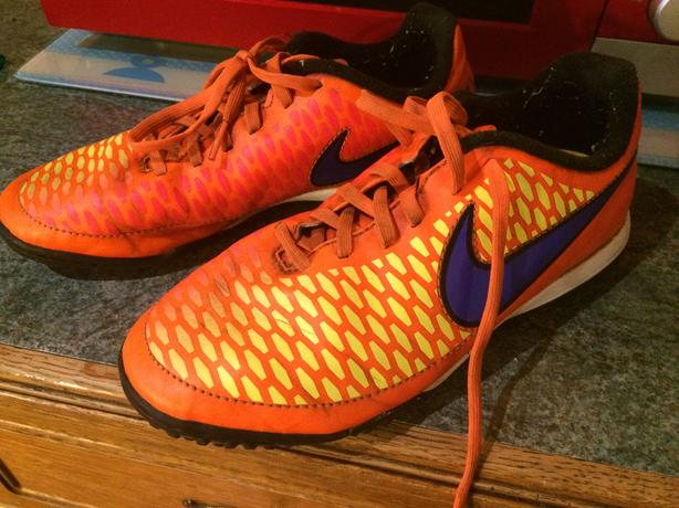 nike boys astroturf (magista) size 5