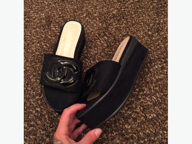 chanel flip flops slides