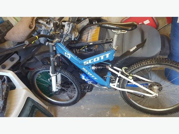 downhill mountain bike excellent condition