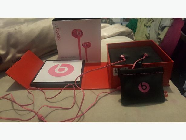 Genuine Beats by Dr Dre earphones pink