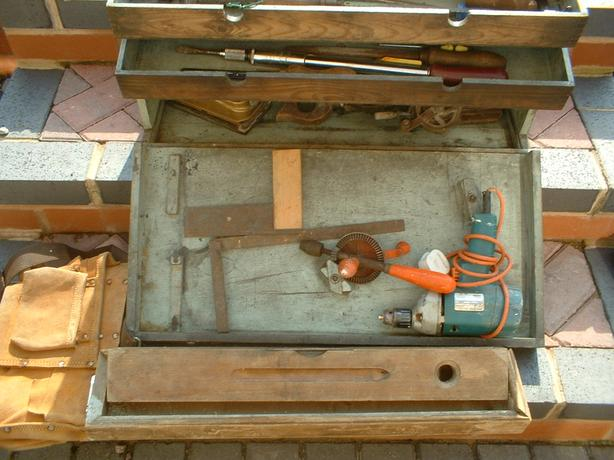 CARPENTERS TOOLBOX WITH A LOT OF TOOLS