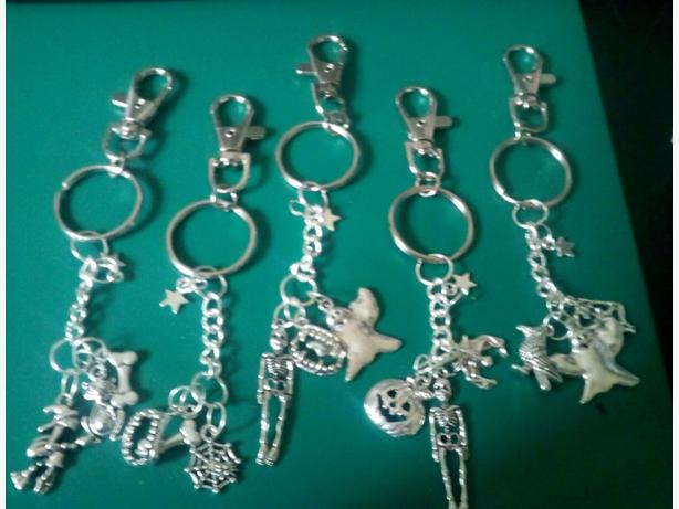 Joblot of 12 Halloween keyrings