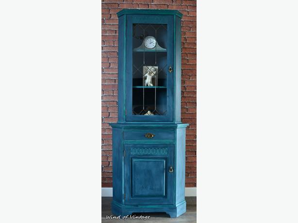 Shabby chic corner cabinet