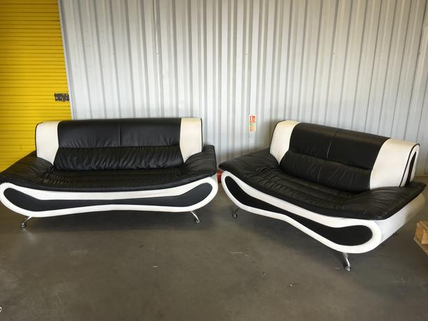 3 + 2 leather sofas in very good condition - very comfy // free delivery