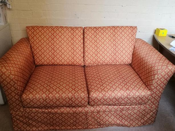 2 seater sofa settee excellent condition!