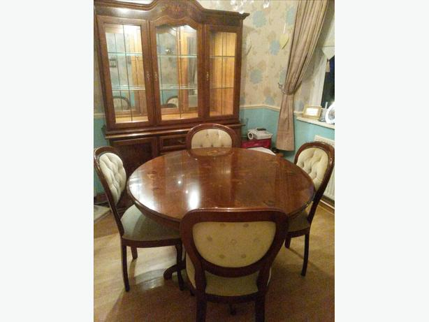 ITALIAN INLAID DINING TABLE AND CHAIRS WITH MATCHING DISPLAY CABINET