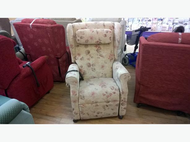 Petite AJ Way 'Wendover' Riser Recliner Chair