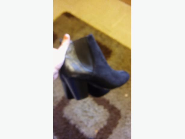 black boots size 6
