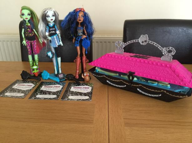 Monster High dolls x3 & Monster High lab create a monster