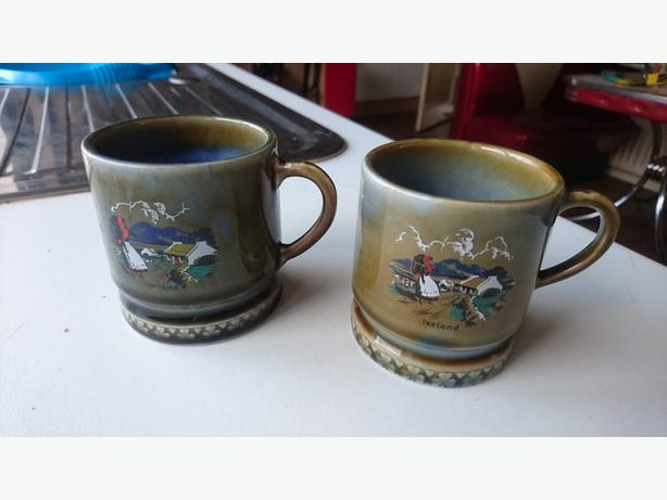 2 VINTAGE 1950S IRISH ARMAGH WADE RUSTIC COUNTRY SCENE MUGS GC