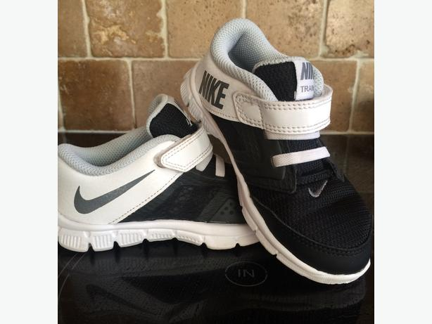Nike boys trainers size 8 1/2