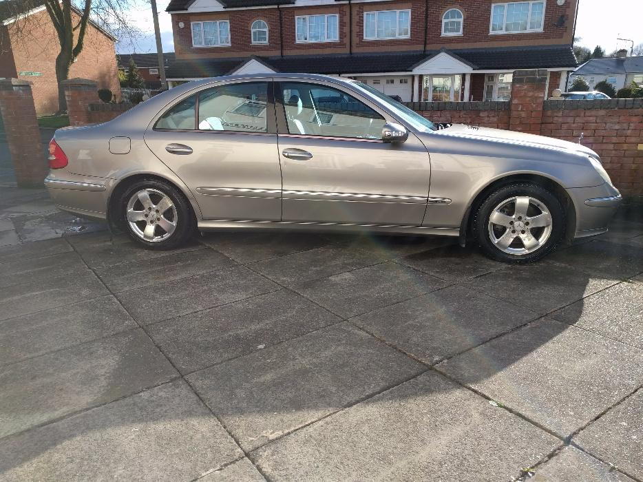 Bargain mercedes benz e320 outside black country region for Mercedes benz tracksuit