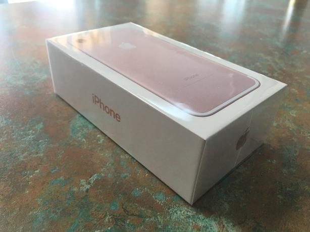 FACTORY UNLOCKED Apple iPhone 7 32GB