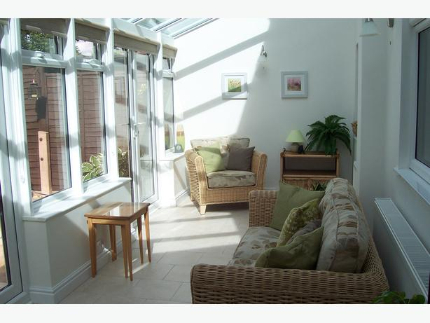 ABSOLUTE BARGAIN! CONSERVATORY FURNITURE (OFFERS CONSIDERED)