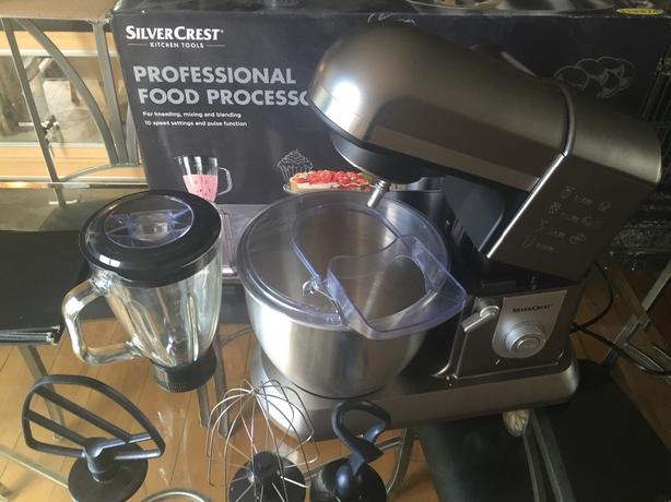 Stand mixer with accessories