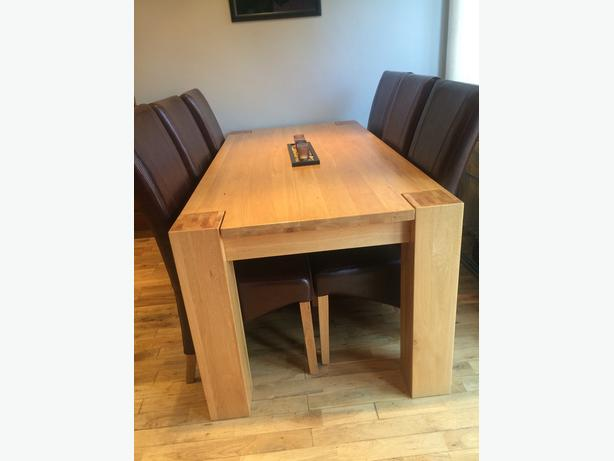 BARGAIN***6 CHAIR CHUNKY OAK DINING TABLE AS NEW***CAN DELIVER