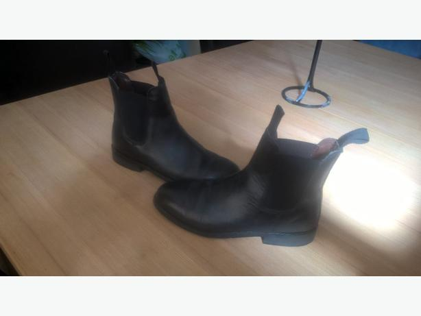 black Chelsea/deala boots uk 7