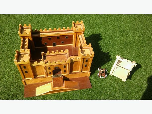 WOODEN CASTLE AND FIGURES