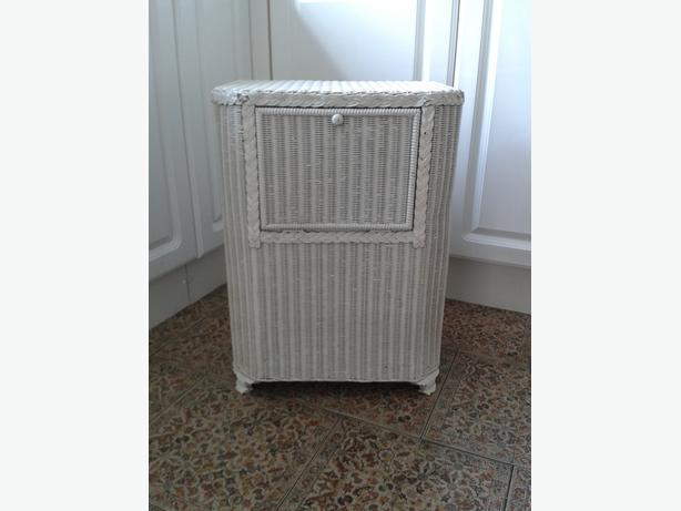 Loom Laundry/Linen/Bedside Cabinet.
