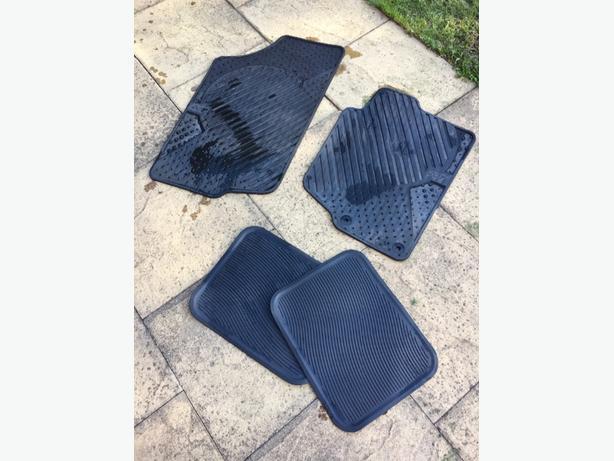 Rubber car mats for Peugeot 207