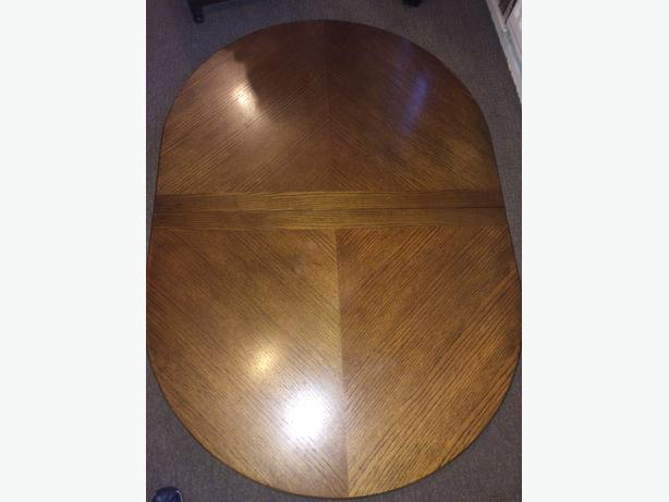 Solid oak table & 8 chairs,good condition