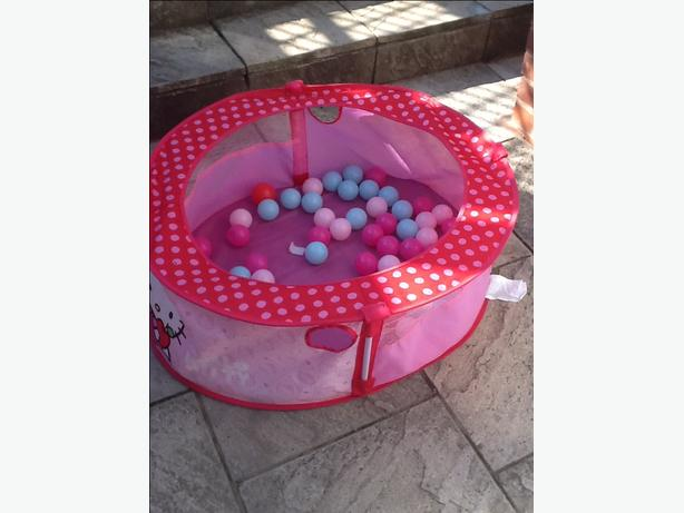 Ball pit and balls