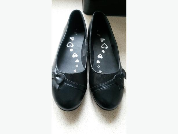 brand new girls school shoes size 4