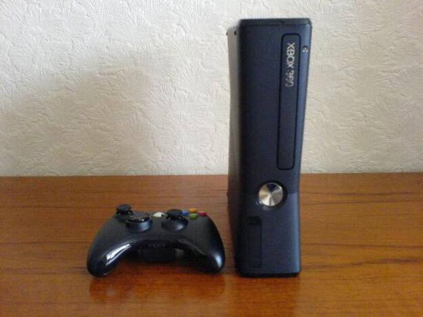 Xbox 360 Complete with Controller and Games