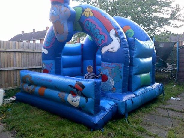 BOUNCY CASTLE HIRE 6 HOURS FOR ONLY £45 !!!! COMPLETE SET UP INCLUDED