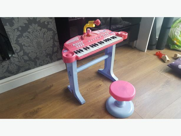 peppa pig keyboard, mic, stand and stool