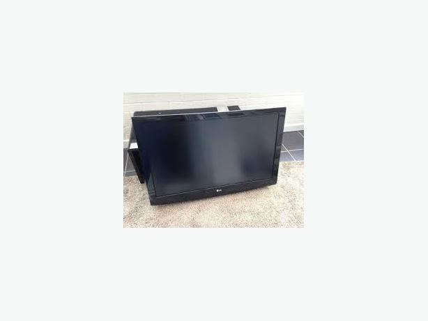 lg 42 lg3000 hd lcd tv with digital free view 3 left no stands exibtion stock