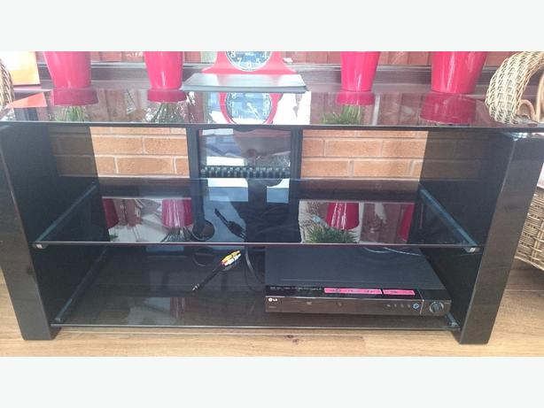 Black glass media unit