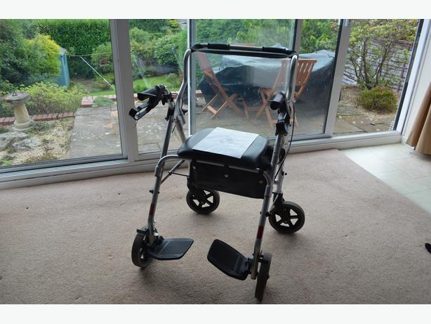2 IN 1 ROLLATOR AND TRANSIT CHAIR UN-USED