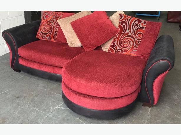 RRP £1200 DFS Huge Reversible Lounger/Corner Sofa.WE DELIVER