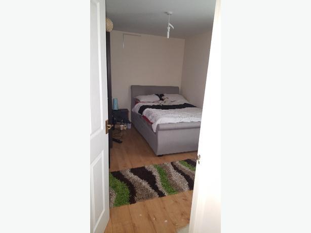 1 bedroom in 2 bedroom flat to rent