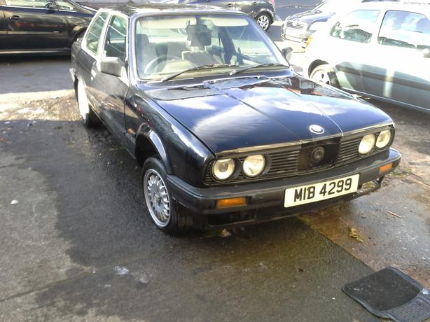 BMW E30 316I COUPE BLACK BREAKING FOR PARTS