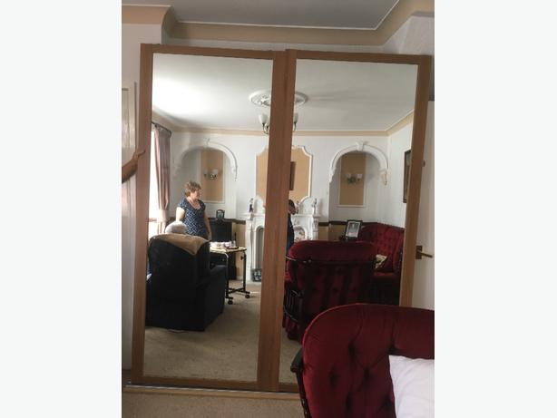 x2  sliding mirrored wardrobe doors