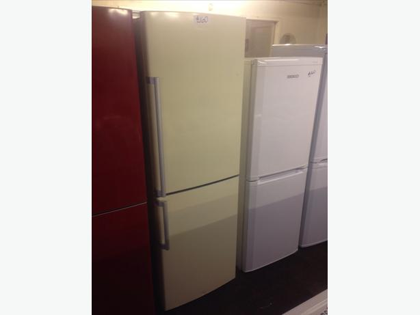 RUSSELL HOBBS FRIDGE FREEZER2