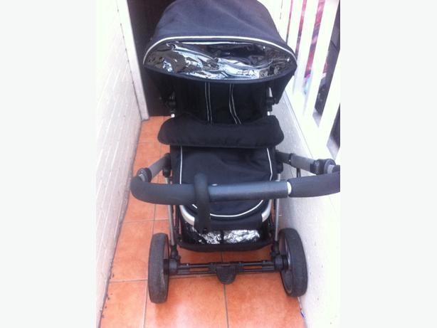 Pushchair with attachments and rain cover