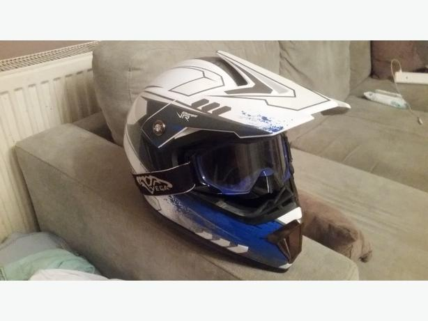 motorbike helmet xl with goggles