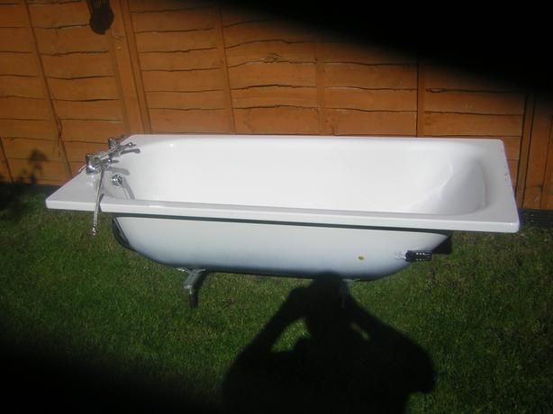 white  enamel bath
