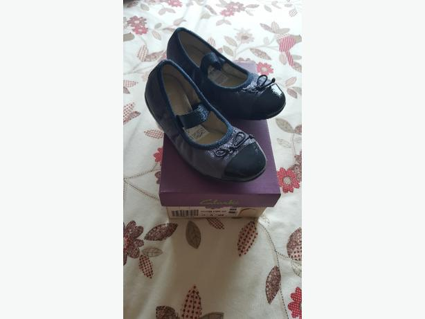 New girls Clarks shoes size 10G
