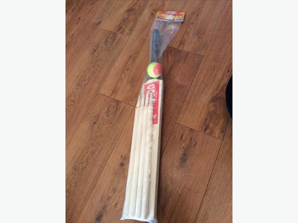 New cricket bat, ball & wickets